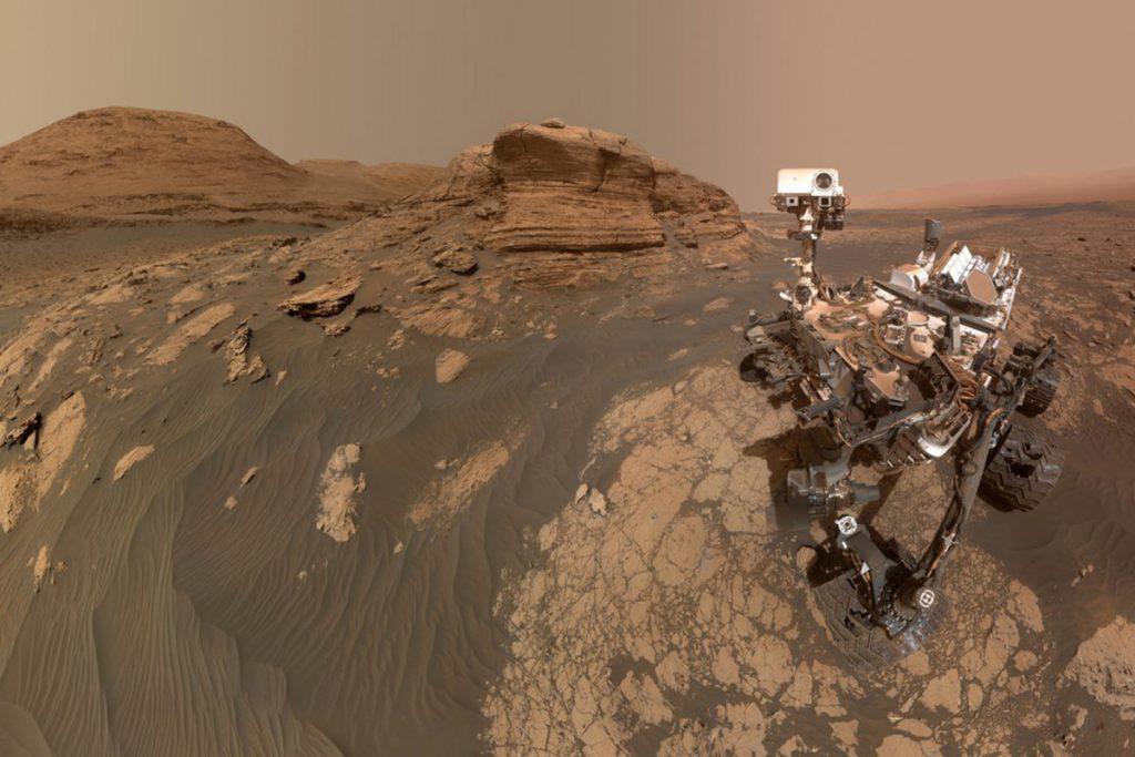 NASA's Curiosity rover takes Mars selfie