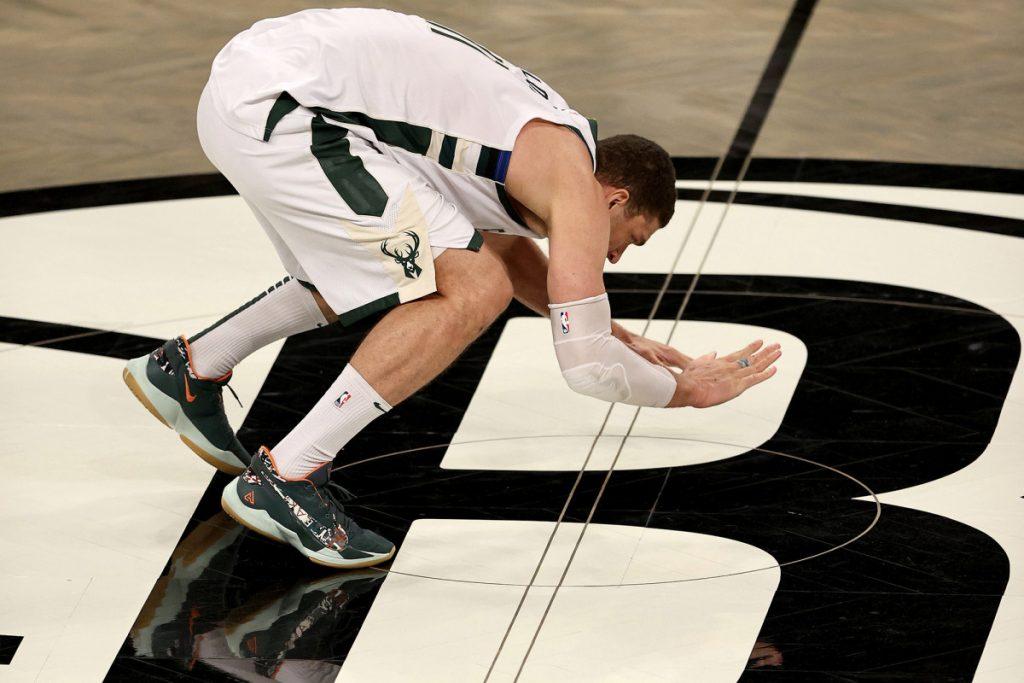 Brook Lopez slapped Nets logo after Bucks' Game 7 win
