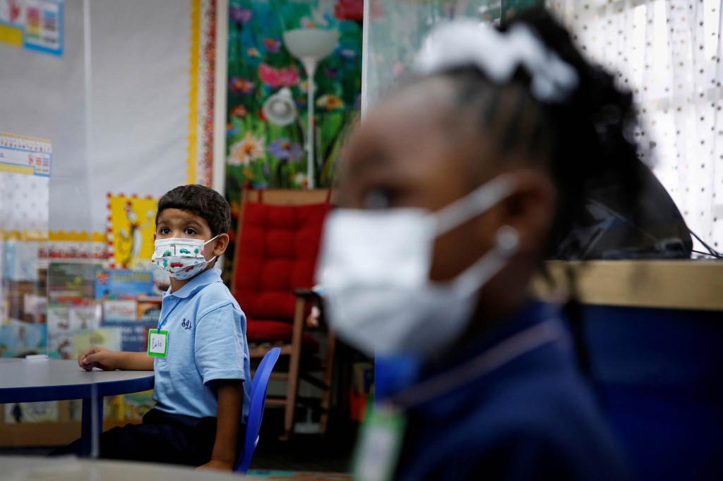 Florida judge keeps school mask mandates while Gov. DeSantis appeals
